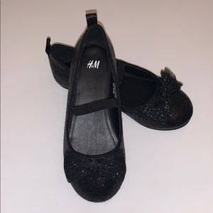 🚀 $4 CLEAR OUT‼️ H&M kids Shoes